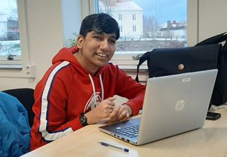 Asim förlorade synen i tonåren. Efter Sfi ser han fram emot att börja på folkhögskola.